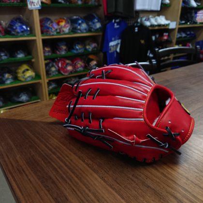 372 トレジャー硬式 内野手モデル